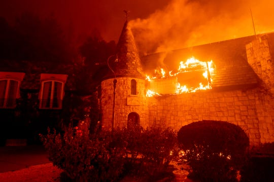 Flames of glass fire engulf Chateau Boswell winery in St. Helena, California, Sunday, September 27, 2020 (AP Photo / Noah Berger) ORG XMIT: CANB124