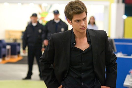 Eduardo Saverin (Andrew Garfield) decides to sue Mark Zuckerberg (Jesse Eisenberg) after discovering that his Facebook share has been diluted from 34% to 0.03%.