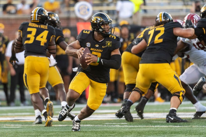 Missouri quarterback Shawn Robinson looks for a receiver during the first quarter of Saturday's game against Alabama. Robinson, in his first start in more than a year, was 19 of 25 for 185 yards and a score against the No. 2 Tide.