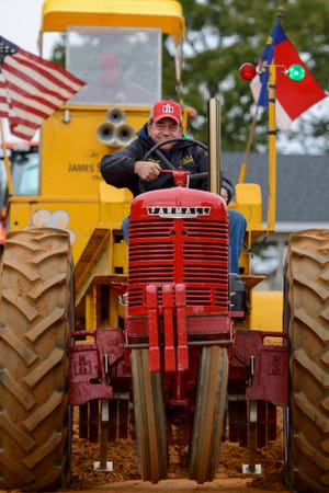 David Gautier takes part in a tractor pull at the 2018 Ole Mill Days celebration. [STAFF PHOTO BY MELISSA SUE GERRITS]