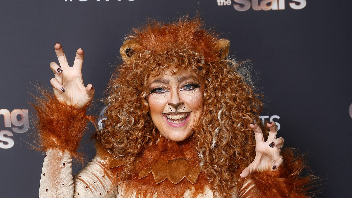 'Dancing With the Stars' Disney Night: Carole Baskin scratched after mauling 'Lion King' samba thumbnail