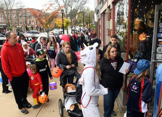 Crowds gather during the 2019 Family Friendly Halloween in downtown Kent.