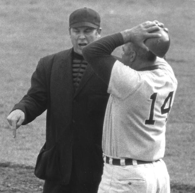 Umpire Ralph Myers (left) has a discussion with Washington State  coach Chuck Brayton during a game against Oregon in 1970.