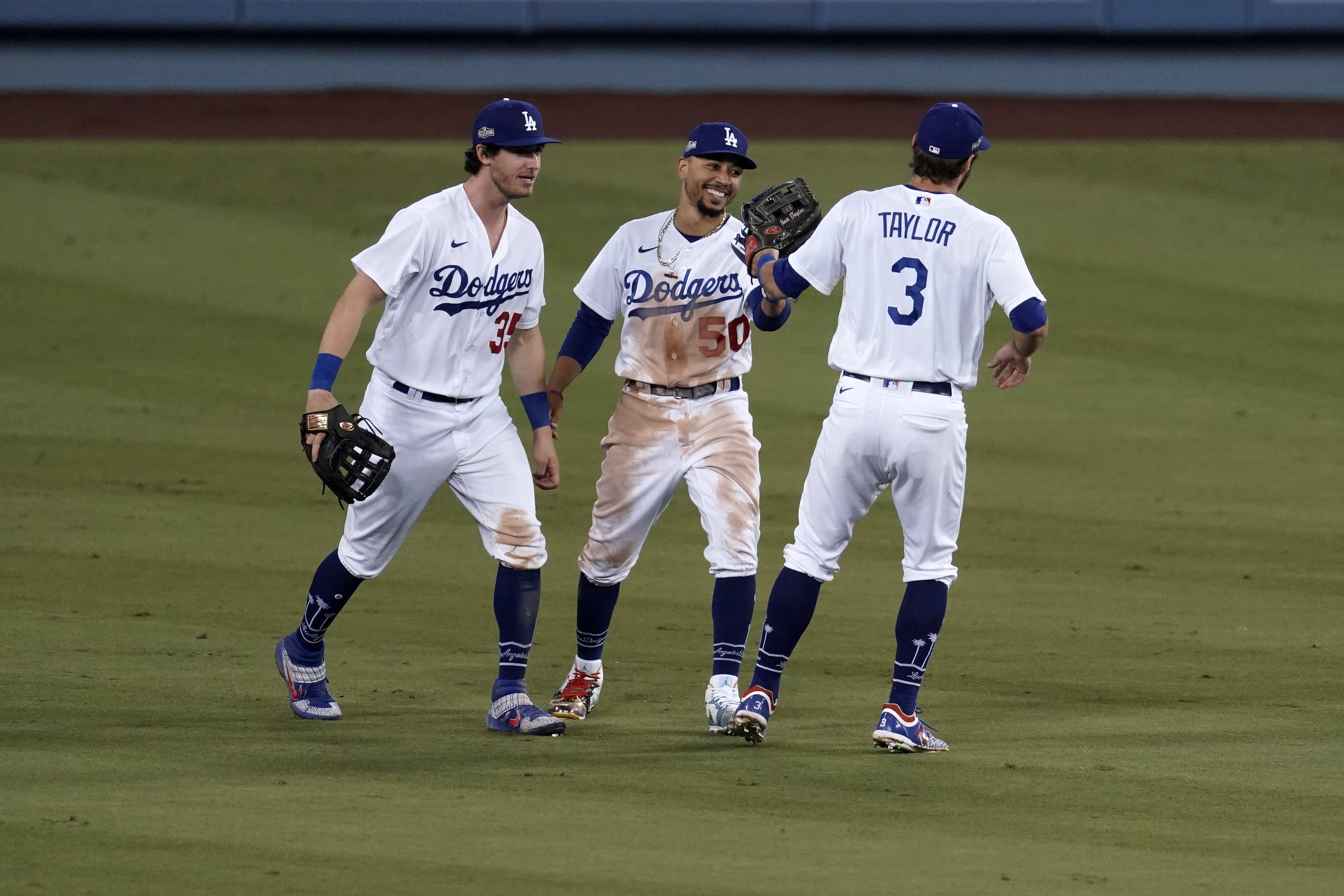 MLB playoffs Day 2 as it happened: Dodgers win Game 1 vs. Brewers, Yankees rally to sweep Indians
