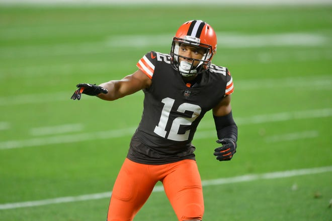 Browns wide receiver KhaDarel Hodge has received a free-agent tender from the team. Hodge can seek a free-agent deal with another team but the Browns have a right to match it or he can play under the tender and become a free agent next offseason. [David Richard/Associated Press]