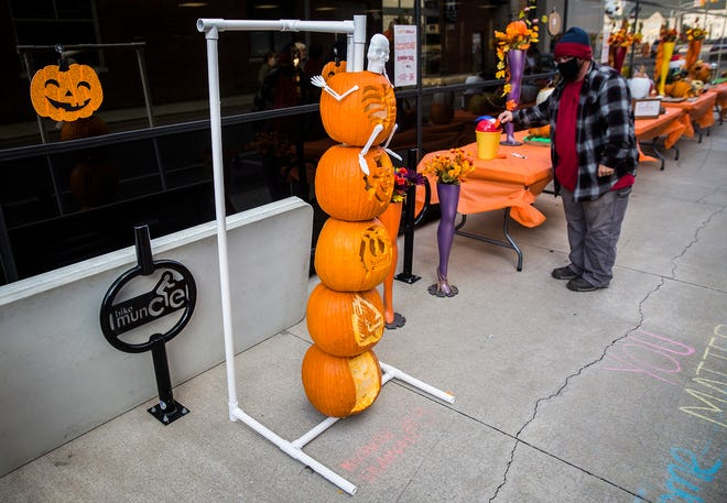 ArtsWalk 2021 will bring visual and performing arts, pumpkins and more to downtown Muncie on Oct. 7, 2021.