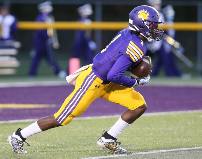 Jackson's DJ Harris returns a kick against visiting Hoover during an Oct. 2, 2020 game.