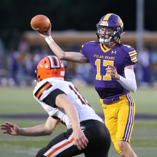 Hunter Geissinger of Jackson targets a receiver during their game against Hoover at Jackson on Friday, Oct. 2, 2020.