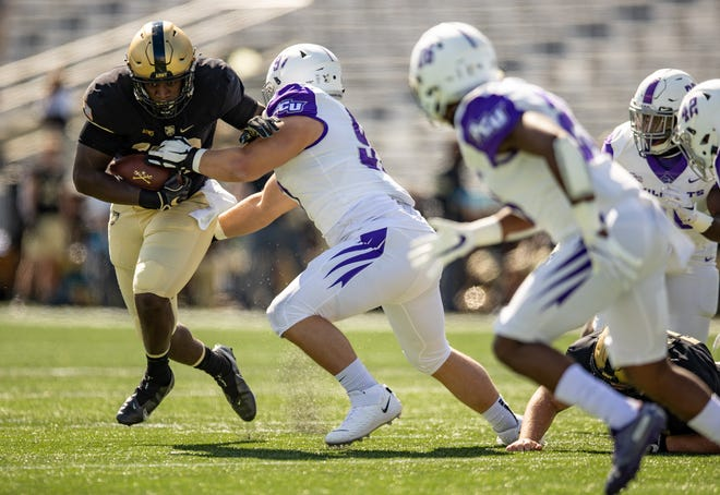 Anthony Adkins scored two touchdowns as Army rolled up 441 yards in a 55-23 win over Abilene Christian. DUSTIN SATLOFF/ARMY ATHLETICS