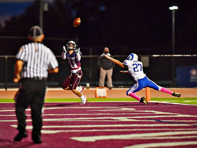 Ben Leese looks to haul in a pass last season for New Oxford.