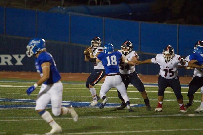 Sepak bola Dixie High mengalahkan Crimson Cliffs 25-15 Jumat, 2 Oktober 2020.