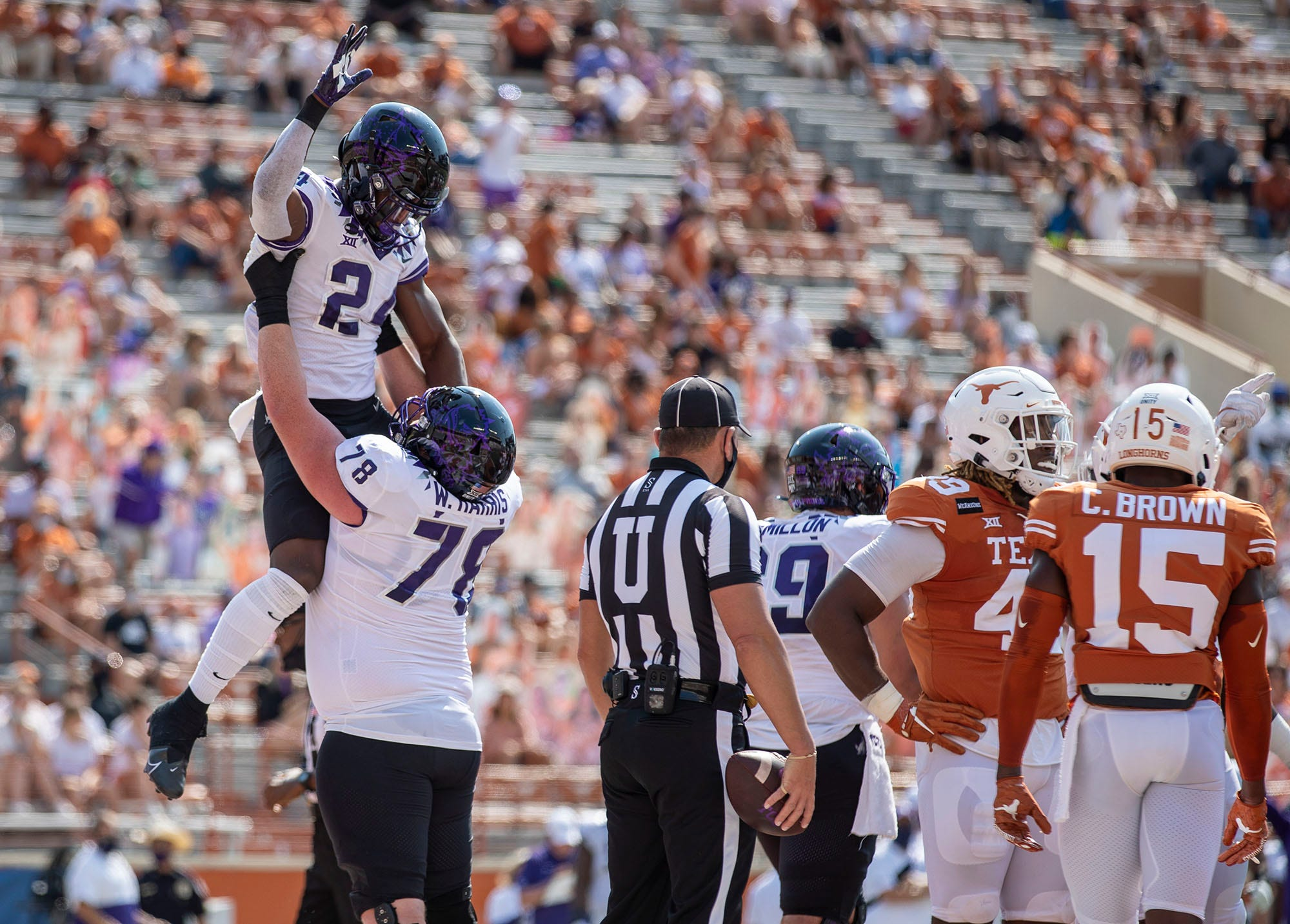 TCU again knocks off No. 9 Texas, with late touchdown run by Max Duggan