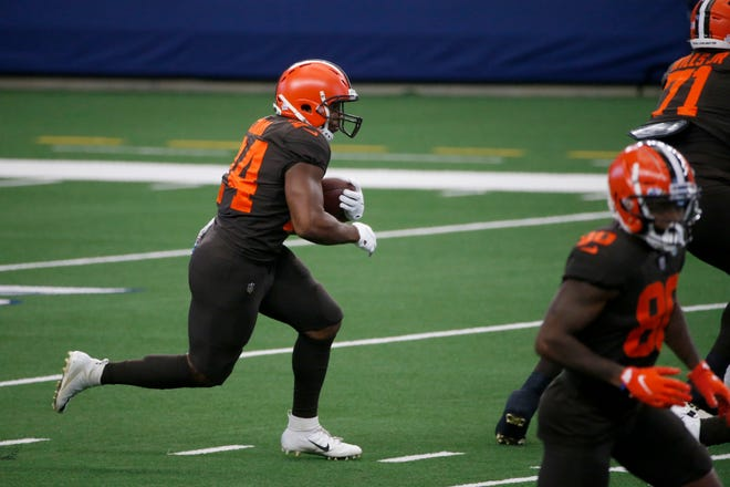 Cleveland Browns running back Nick Chubb (24) runs the ball in the first half of an NFL football game against the Dallas Cowboys in Arlington, Texas, Sunday, Oct. 4, 2020. (AP Photo/Michael Ainsworth)