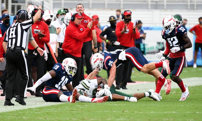 Florida Atlantic players make a stop during a 21-17 win over Charlotte in Boca Raton on October 3, 2020.