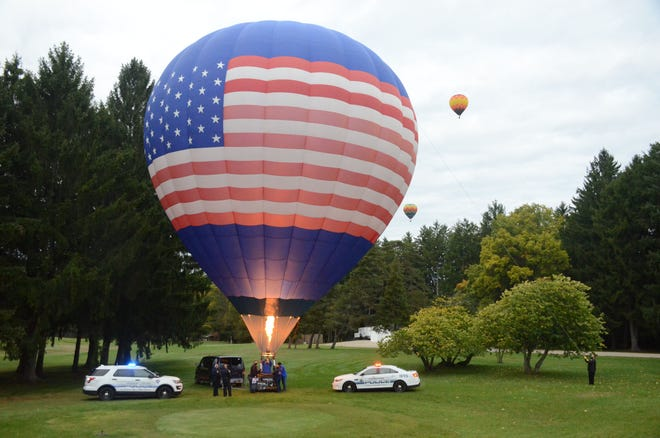 Battle Creek pilot Chad Crabtree prepares to launch his balloon at the VA Medical Center Saturday.