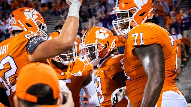 Clemson Football S Travis Etienne Ties Fbs Record With Dazzling Run
