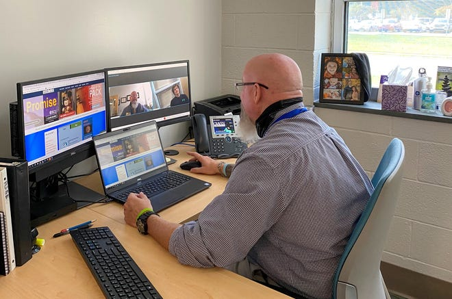 Bill Bondurant, director of Advising & Counseling, talks to a student during a virtual meeting. The college is now registering for B-Term classes through Oct. 19. [CONTRIBUTED PHOTO]