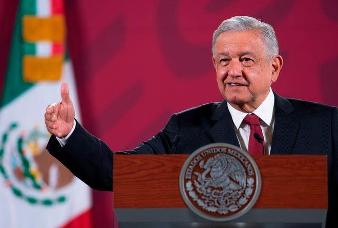 Fotografía cedida por la Presidencia de México del presidente de México, Andrés Manuel López Obrador durante su conferencia de prensa matutina en Palacio Nacional, en Ciudad de México.
