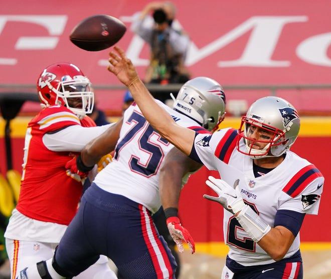 New England Patriots quarterback Brian Hoyer throws a pass against the Kansas City Chiefs.