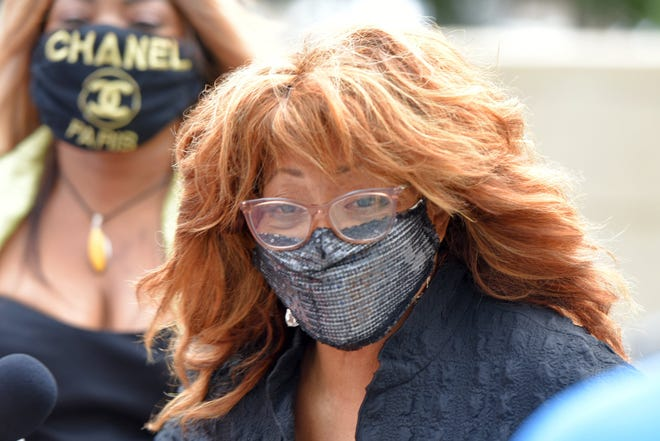 Former U.S Rep. Corrine Brown arrives at Jacksonville's federal court for a hearing.