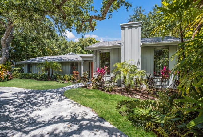 A vintage home expressing the Sarasota School of Architecture on Old Oak in Sarasota is for sale for $1,199,000.