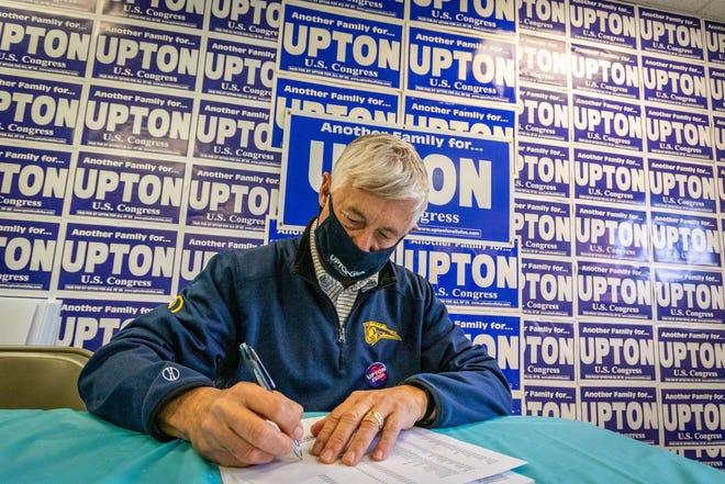Perwakilan AS Fred Upton, yang mencalonkan diri kembali, menulis catatan pribadi kepada para konstituen di Portage pada 3 Oktober.