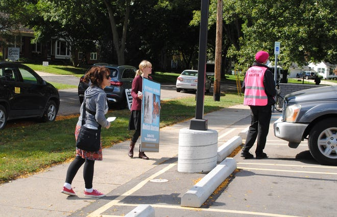 From left, protesters Lynn Mills and Caroline Davis, as well as a Planned Parenthood volunteer, approach the driver of a parked car.