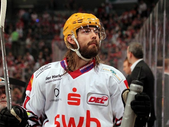 The Kansas City Mavericks have signed veteran forward Rob Bordson, who spent his last three seasons playing in Europe and has six seasons in the American Hockey League under his belt.