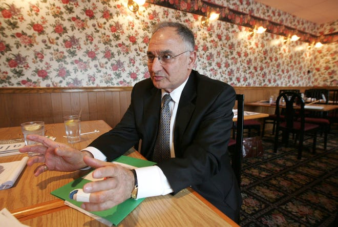 "Gaetano ""Guy"" Cecchini talks about running for Italy's Chamber of Deputies, which is the equivalent to the House of Representatives in the United States, during a meeting at Papa Bear's restaurant in Canton on March 2, 2006.  (Akron Beacon Journal/Ken Love)"