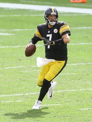 Sep 27, 2020; Pittsburgh, Pennsylvania, USA;  Pittsburgh Steelers quarterback Ben Roethlisberger (7) scrambles with the ball against the Houston Texans during the third quarter at Heinz Field. The Steelers won 28-21. Mandatory Credit: Charles LeClaire-USA TODAY Sports