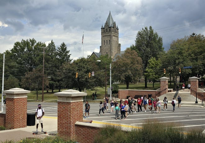Ohio Wesleyan University announced Tuesday that it is offering $25,000 in scholarships for new, vaccinated students.