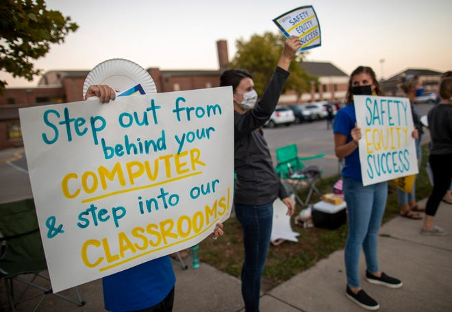 Parents and teachers in the Gahanna-Jefferson Education Association rally for a new employment contract outside Gahanna Lincoln High School on Wednesday, Oct. 7, 2020. More than 100 in the teachers union lined Hamilton Road with signs and held candles.