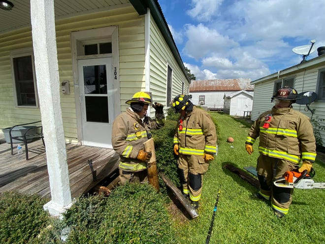 The Thibodaux Volunteer Fire Department responded this afternoon to the 300 block of West 10thStreet after smoke and flames were seen under a house.