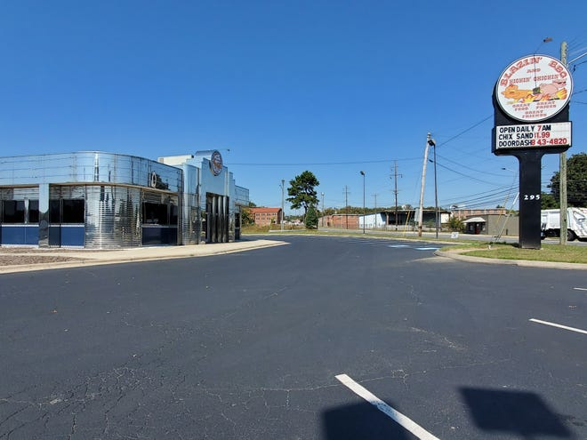 The parking lot of Blazin' BBQ and Kickin' Chicken sits empty on Thursday. The restaurant closed recently after opening in June.