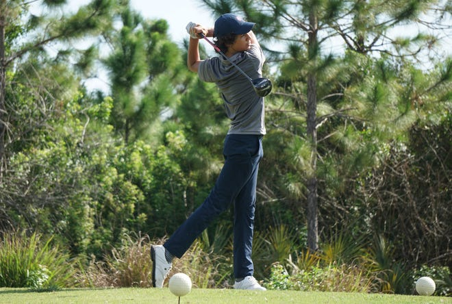West Shore's Alex Bercea hits his tee shot on the tenth hole of the Cape Coast Conference Championship at the Majors Golf Club on Thursday, Oct. 8, 2020.