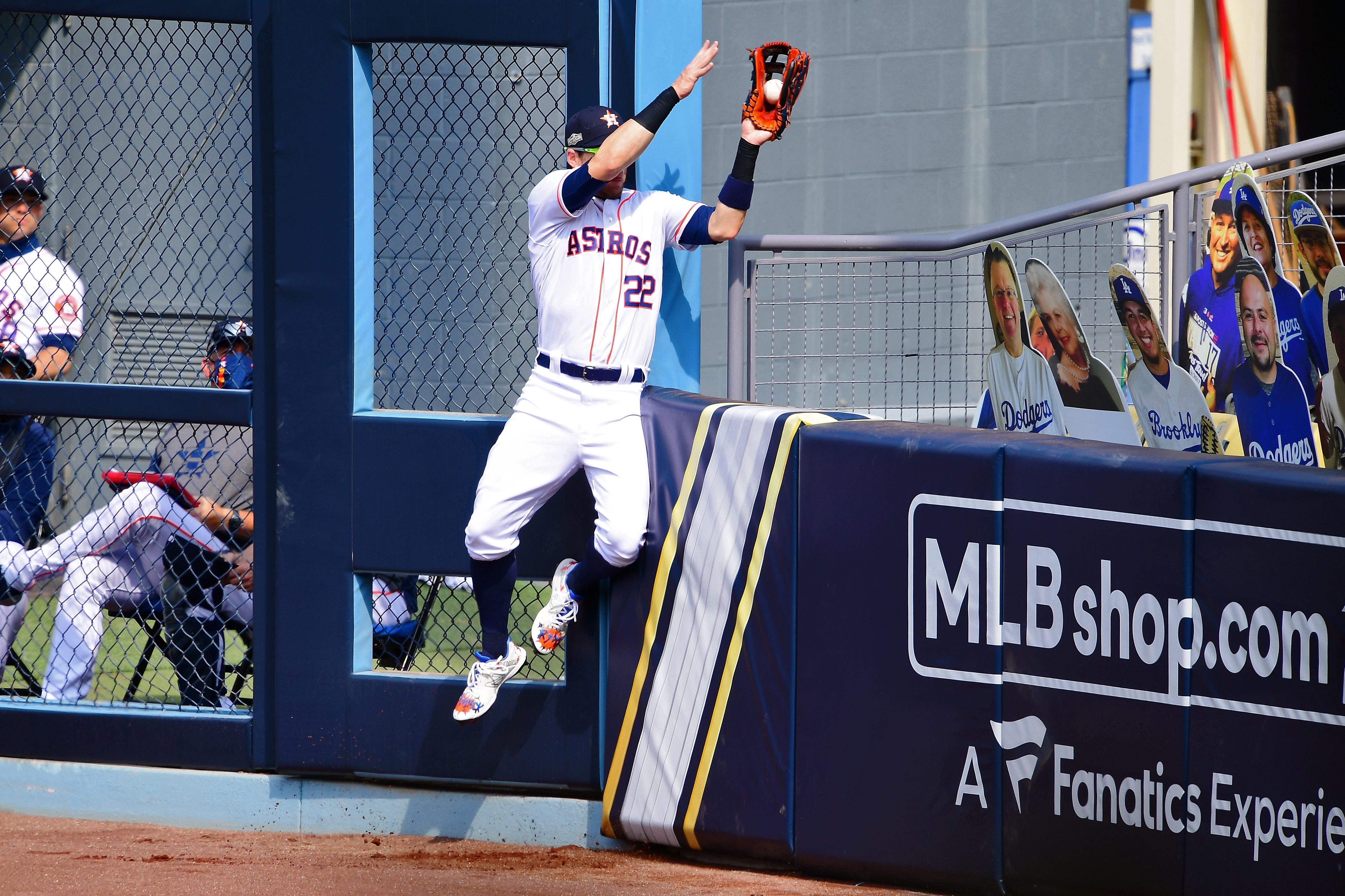 Photos: Astros' Josh Reddick robs homer with crazy catch