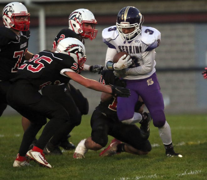Elijah Frederick breaks out of the backfield against Mathews' Zach Mazey (25).