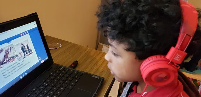A second-grader learns virtually.