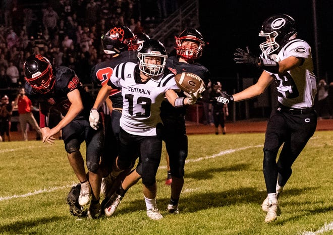 Centralia's Max Hunter (13) makes a juggling catch on fourth-and-25 during the fourth quarter against Bowling Green on Friday night at Bowling Green High School.