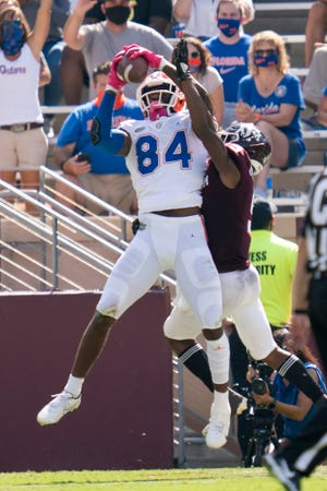 Florida tight end Kyle Pitts (84) catches a pass for a touchdown as Florida defensive lineman Gervon Dexter (9) defends during the first quarterof an NCAA college football game, Saturday, Oct. 10, 2020. in College Station, Texas. (AP Photo/Sam Craft)