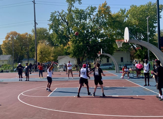 Des Moines' new basketball league, Long Shots, hosted a tournament to close the financial gap between DMPS and suburbs basketball programs on Oct. 10, 2020 at Evelyn K. Davis Park.