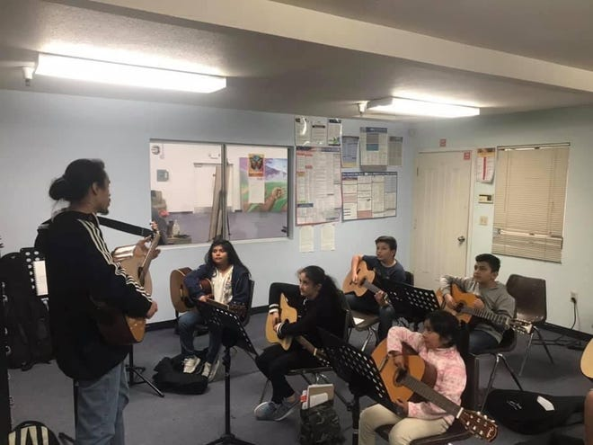 Guitar class in session!