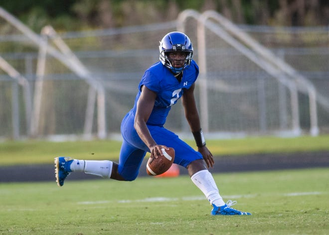 Trinity Christian School quarterback Shedeur Sanders (2) switched his commitment from Florida Atlantic to Jackson State on Friday.