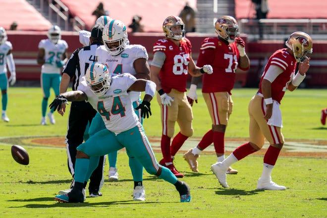Dolphins linebacker Elandon Roberts celebrates a sack of the 49ers' Jimmy Garoppolo early this season.