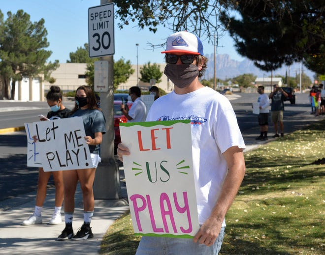 Steve Jensen, whose daughter plays volleyball at Mayfield High, is among those gathered in front of Branigan Library on Sunday, Oct. 11, 2020, to protest the postponement of fall sports in New Mexico.