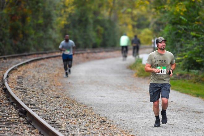 Oltre 200 corridori hanno partecipato alla sesta maratona annuale YMCA York e 1/2 maratona, domenica 11 ottobre 2020. L'evento è iniziato all'YMCA su Newbury Street e ha seguito la pista York Heritage Rail per 26,2 miglia e 13,1 miglia, rispettivamente.  L'evento è una qualificazione per la maratona di Boston.  John A.  Pavoncello