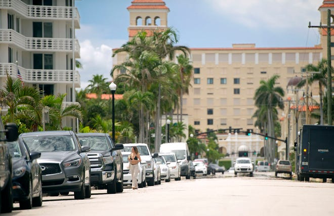 The town will soon install kiosks and begin charging people to park in spaces on the ocean block of Sunrise Avenue. (MEGHAN MCCARTHY/PALM BEACH DAILY NEWS)