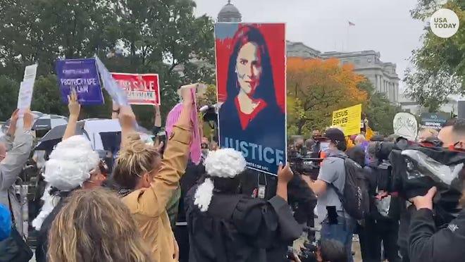 """On pourrait entendre les manifestants d'Amy Coney Barrett dire: """"Pas de confirmation avant l'inauguration,"""" tandis que les partisans disaient """"nous avons les votes."""""""