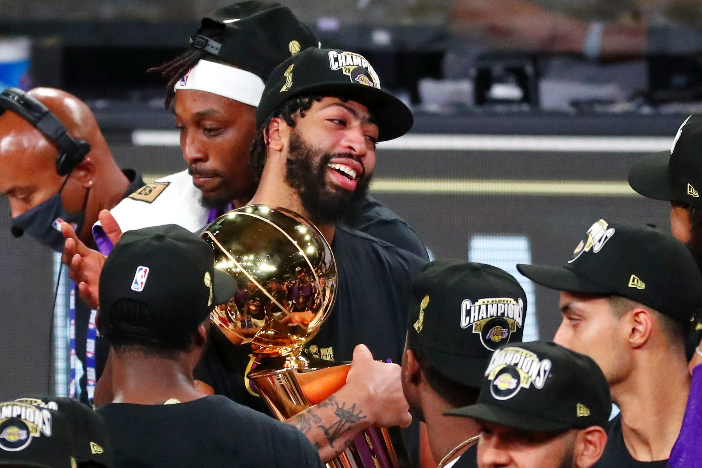 Anthony Davis to opt out of contract with Lakers, re-sign on multi-year deal