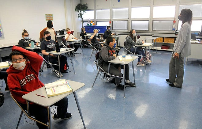 Mapleton Middle School math teacher Diana Frye teaches her sixth-grade math class on Tuesday.